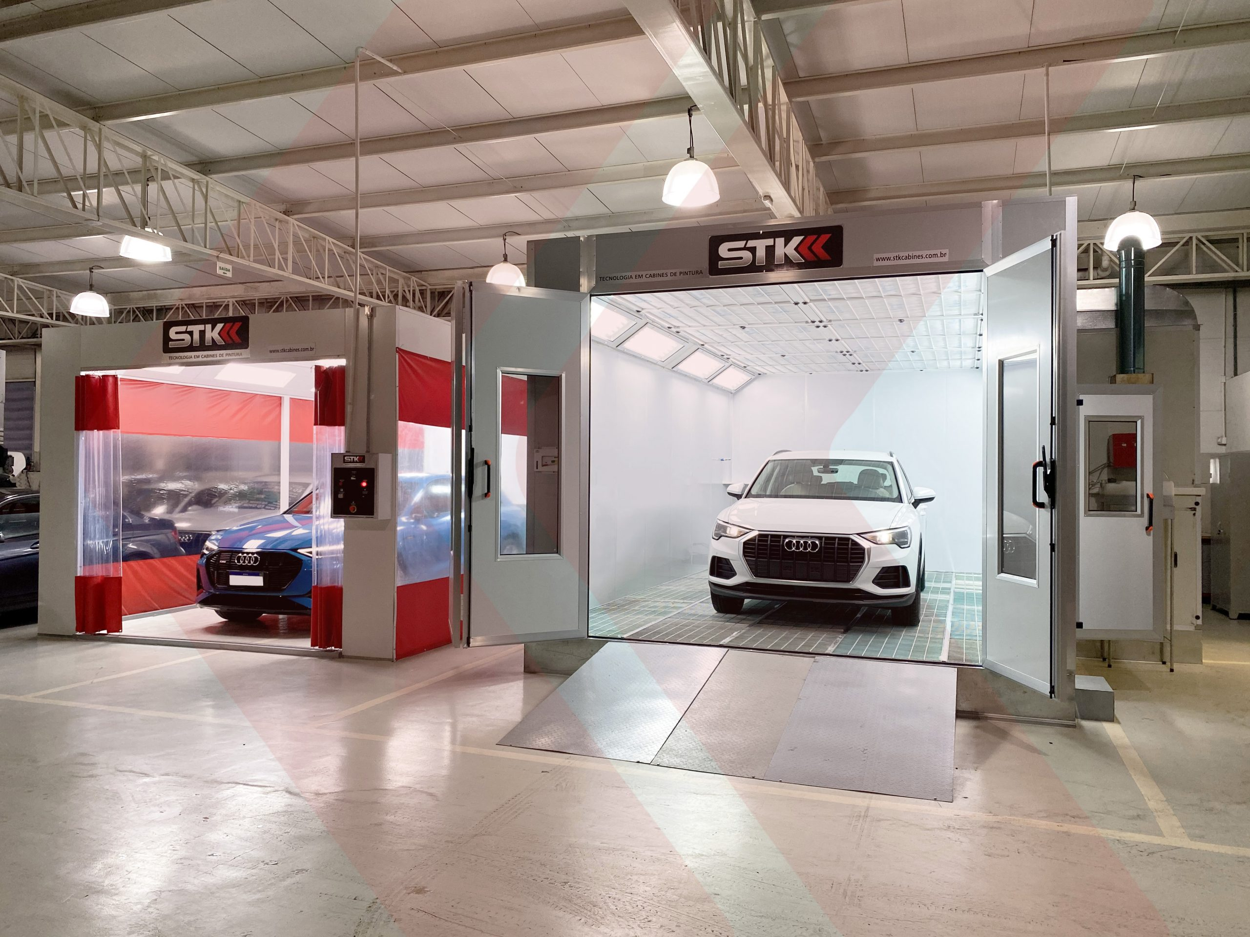 cabine de pintura automotiva e área de preparação